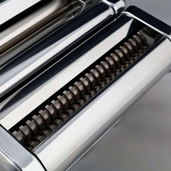 Single knife pasta machine